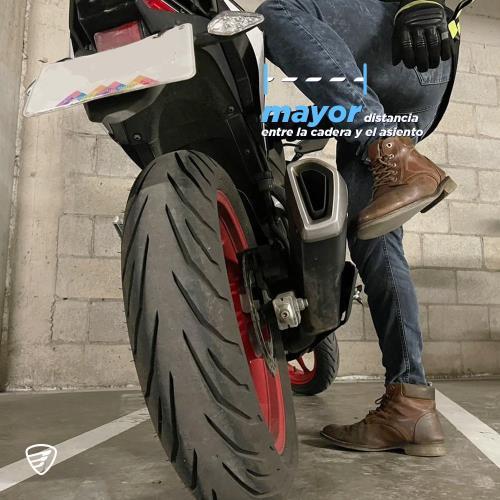 cómo me subo a una motocicleta
